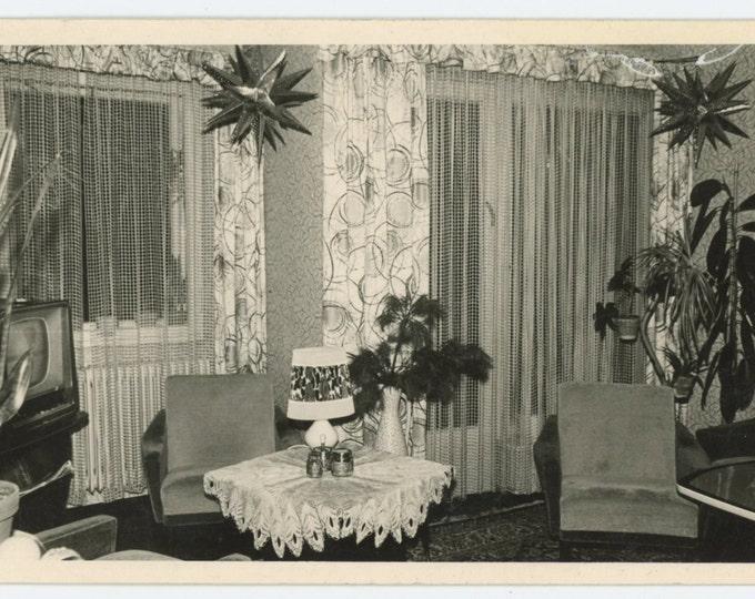 Vintage Snapshot Photo: Room Interior, c1950s-60s (611515)