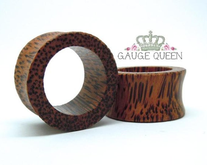"Coconut Wood Tunnels. 0g / 8mm, 7/16"" / 11mm, 1/2"" / 12.5mm, 9/16"" / 14mm, 11/16"" / 18mm, 3/4"" / 19mm, 13/16"" / 21mm, 15/16"" / 24mm"