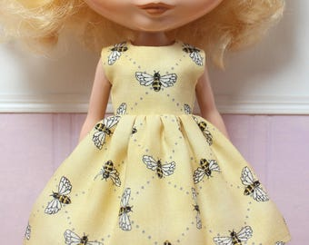 BLYTHE doll Its my party dress - bees on light yellow