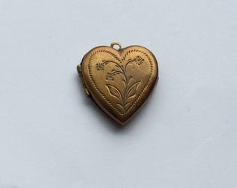 Antique heart shaped flower photo pendant
