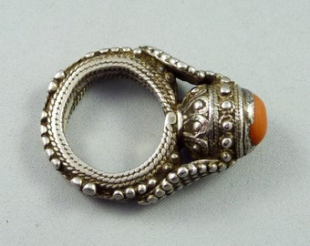 Old Yemenite silver and coral ring, Middle East jewelry, bedouin silver, Yemeni jewelry, old ethnic tribal ring, 17,5 mm