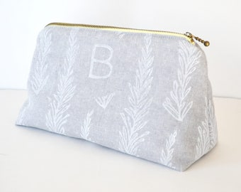 Monogram bridesmaid makeup bag, SET OF 8, personalized makeup bag, bridesmaid gift, cosmetic bag, make up bag, personalized cosmetic bag