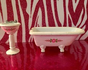 Vintage 1980 Mattel the Littles metal tub and sink