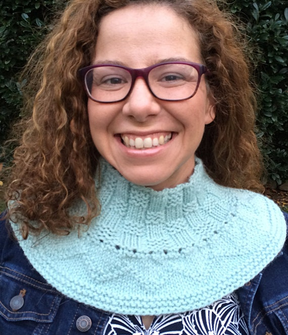 Extra Extra Cowl - quick top down cowl knit in the round with three stitch pa...