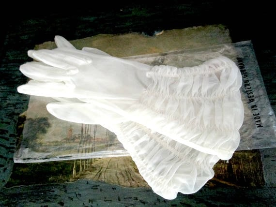 Vintage Sheer White Gloves, Formal Ruched White Sheer Gloves, Ruched Wrists, Immaculate, Bridal Wedding Gloves, Small or Slim, West Germany