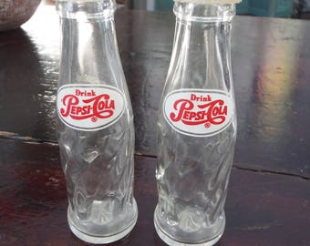 Drink Pepsi Cola mini salt and pepper shakers - vintage Pepsi swirl bottles with plastic caps - very good condition - stamp B 8 on bottom