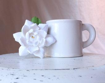 Gardenia hair flower. Hair clip polymer clay flower for wedding. White Gardenia on alligator clip.