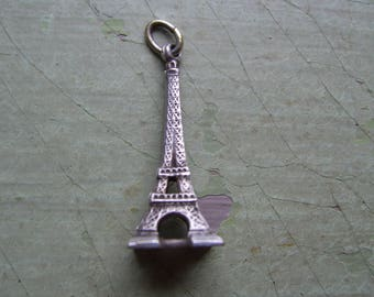 A Vintage Eiffel Tower Charm/Pendant - Paris - White Metal.