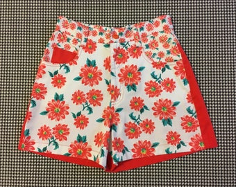 1990's, high waist, shorts, in white and crimson-salmon, daisy print, Women's size Small