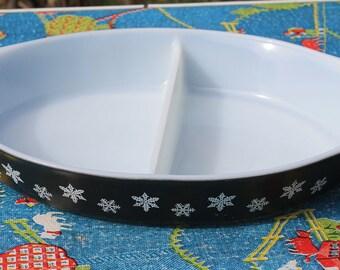 Gorgeous Vintage Charcoal/Black Snowflake 1 1/2 Quart Divided Casserole Baking Dish by Pyrex