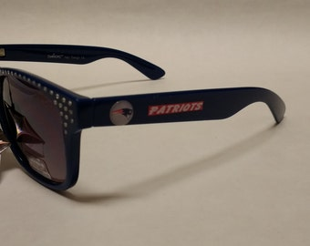 New England Patriots 3D Logos on Wayfarer Rhinestone Sunglasses . Navy Blue w/Red Trim. UV400 max Protection.