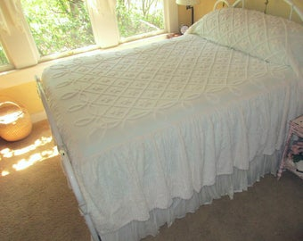 White Vintage Chenille Bedspread With Skirt Fat Daisies & Trellis Cottage Chic