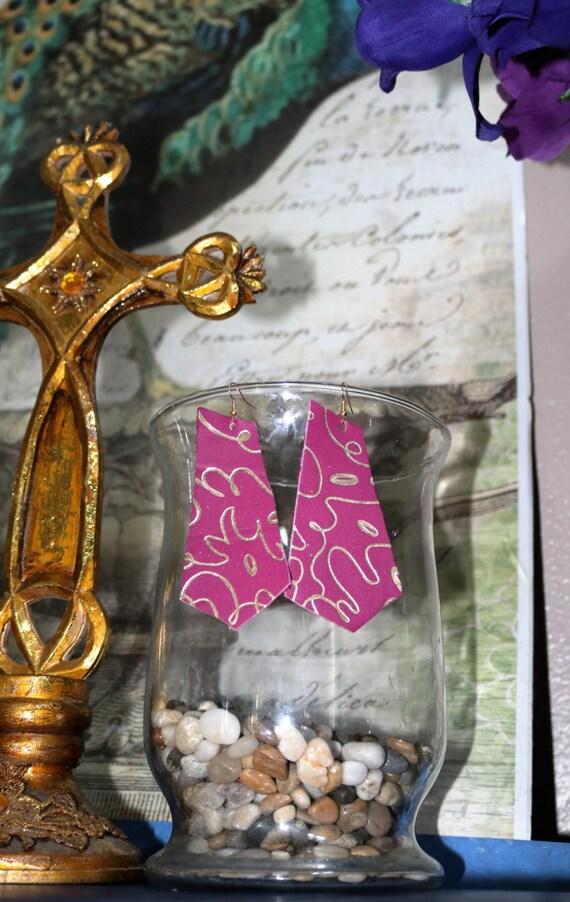 Pentagon- Geometric - Lightweight leather earrings- Dangle Earring - Drop earring - Beautiful pink and gold - leather earrings - Fuchsia