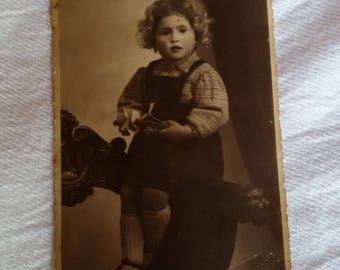 Vintage postcard -900 - little girl in chair with rose in hand - Not traveled, early 900