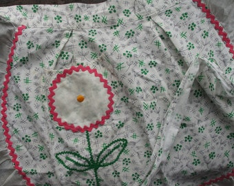 Kitchen Apron ~ Vintage ~ Green Flower Pattern With Pink Ric Rac & White Ruffled Trim ~ White Ruffled Edge