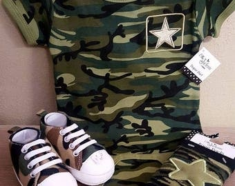 Camouflage set for baby boys Size 6-0 months. Includes shoes, and knee pads