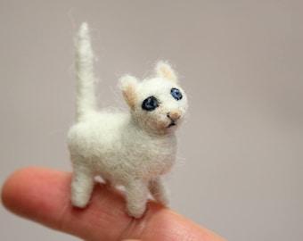 Cat miniature,Needle Felted Miniature,Tinny Kitten,Cute Kitty,White