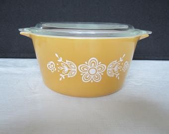 Vintage Pyrex Round Butterfly Gold Casserole with Lid #473- 1 Quart