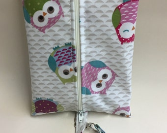 Baby wipes holder,Wipes holder,Wet wipes case with clip on strap handmade owls oilcloth