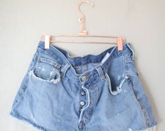 vintage 1980's distressed cut off levis 501 button fly  jean shorts 34