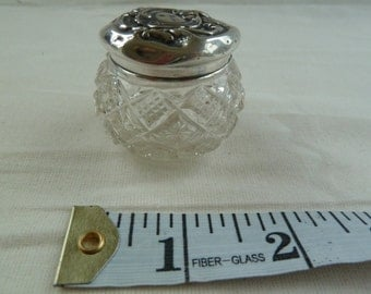 Antique Silver topped cut glass trinket jar. Vintage glass jar. Vintage silver jar. Victorian glass jar. Victorian powder jar. Tiny crystal.