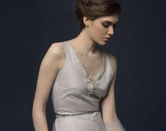 SIARMA / smoky light gray bridesmaid dress chiffon, tulle and embroidered, v low back, light flying silk simple wedding dress with a train