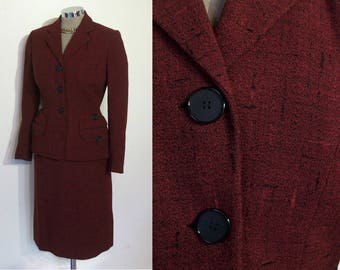 """Superb 1950s crosshatch wool fitted skirt suit bust 34"""" waist 24 1/2"""" black and red, fabulous pockets"""