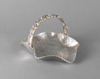 Rodney Kent Hammered Aluminum Tulip Pattern Curved Basket #429
