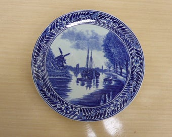Lot consisting of two blue Delft plates stamped made in Belgium Boch LA LOUVIERE