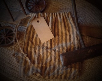 Primitive Seed~Ditty Bag with Hang Tag & Rusty Pin~Cupboard Tuck~Peg~Aged