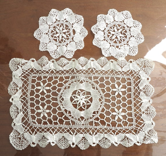 Handmade lace placemat and 2 matching circular coasters, flowers / butterflies, Macrame crochet lace / Romanian Point Lace, circa 1970s