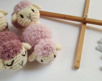 Mobile cot with pink ewes, amigurumi sheeps, hanger mobile crib for newborn gift, babyshower, nursery decor it's a girl, mobile crib crochet