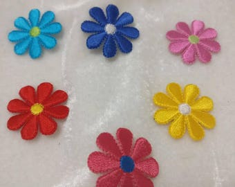 Wholesale Lot 18pcs     embroidered flower  iron on patch 2.8cm