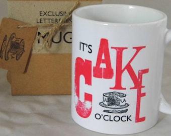 Exclusive mug letterpress type - It's cake o'clock
