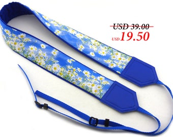 Daisies camera strap. Blue padded camera strap. DSLR Camera Strap. Women's accessories by InTePro