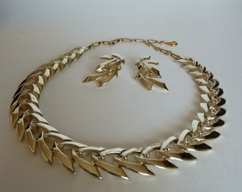 Vintage Coro goldtone chevron wings asian inspired necklace and earrings