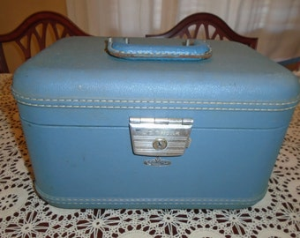 Vintage Train Case.  U.S. Trunk .  U.S. Trunk Train case.  Make up case.  Up Cycle supply. Train Case