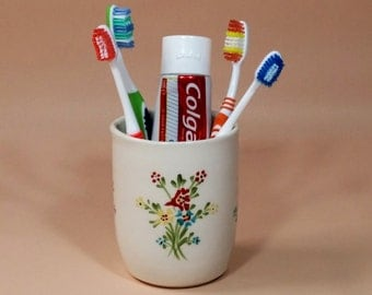 Toothbrush holder, White ceramic toothbrush holder, bathroom accessories, white ceramic bathroom set, red yellow blue, made in retro style