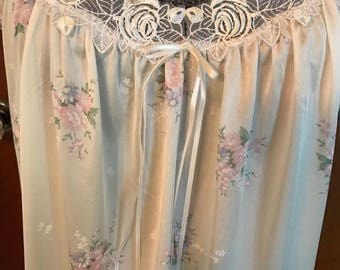 Vintage Miss Elaine Summer Nightgown, NWT, Size M, In Perfect Condition, Floral, Lace Beautiful