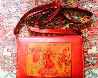 Vintage leather bag| 60s bag | 70s leather bag | red leather bag| fitted leather bag| bewerkte leren tas| vintage leren tas| bewerkt leer
