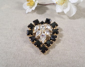 Beautiful Vintage Gold Tone Prong Set Crystal Rhinestone Heart Brooch  DL#2422