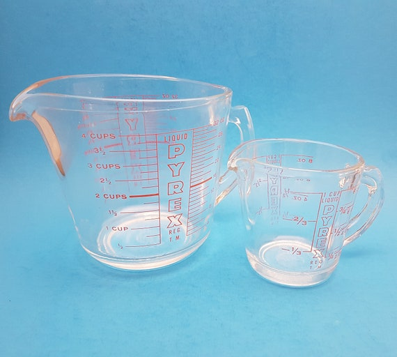 vintage pyrex measuring cups 4 cup and 1 cup with red lettering from thegroovymagpie on etsy. Black Bedroom Furniture Sets. Home Design Ideas