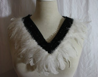 Collier [slabhra earrach] with spring in white