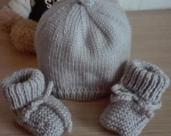 Whole baby hat and booties 0/3 months