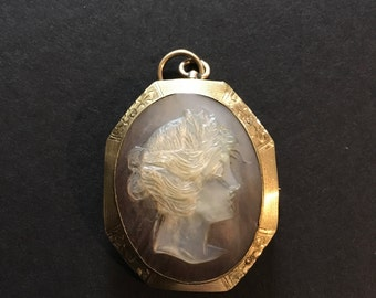 10 K Gold Mother of Pearl Cameo Brooch or Pendant