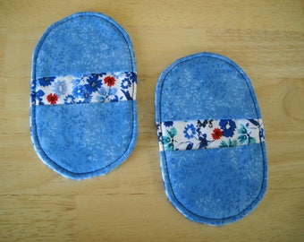 Mini Mitts//Small hotpad set//Blue floral mini mitts//Microwave hotpads//Small potholders//Blue white red potholders//2 hotpad set