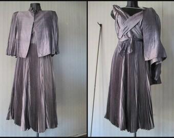 Abito grigio plissè e blusa anni 60.Seta.Tg 42/Great 60s grey silk outfit/Sleeveless dress/Xcross neck/Plissè skirt+blazer/Tayolored/Size 8