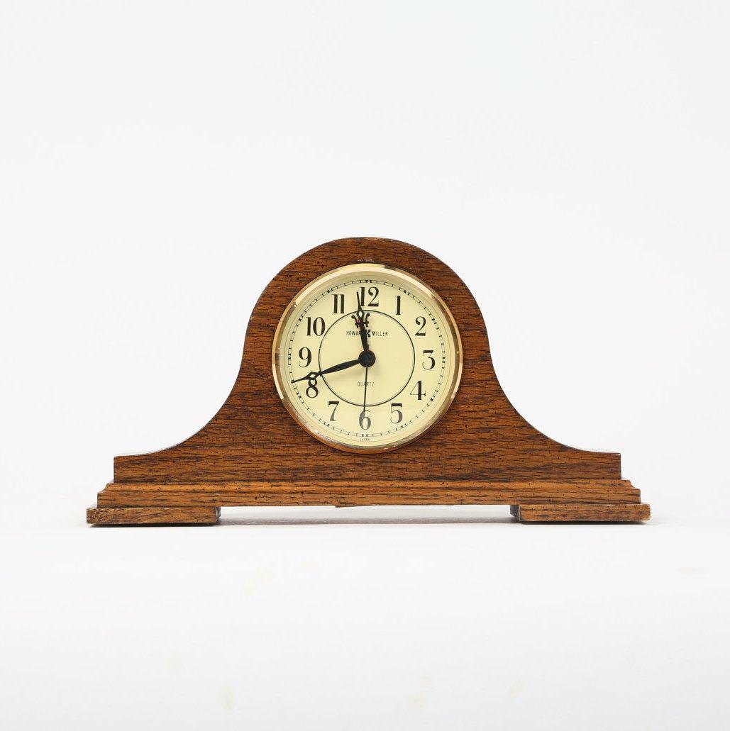 vintage horloge de chemin e howard miller quartz japon. Black Bedroom Furniture Sets. Home Design Ideas