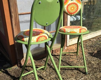 Set of 2 Mid century modern metal 1960s Patio Chairs//Chartreuse Retro petite green folding chairs