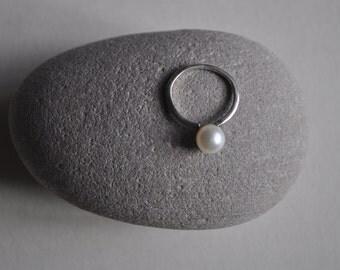 Vintage silver pearl ring